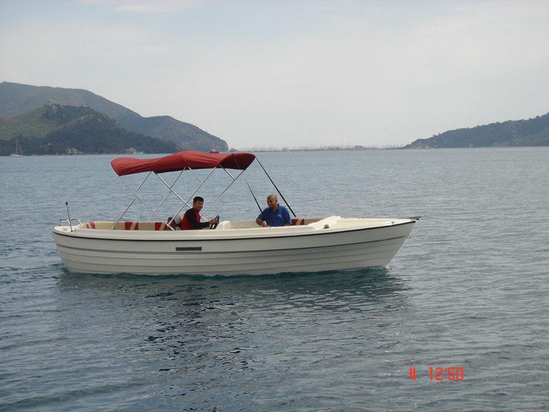 Salmalı ve Açık Güverteli Tekne